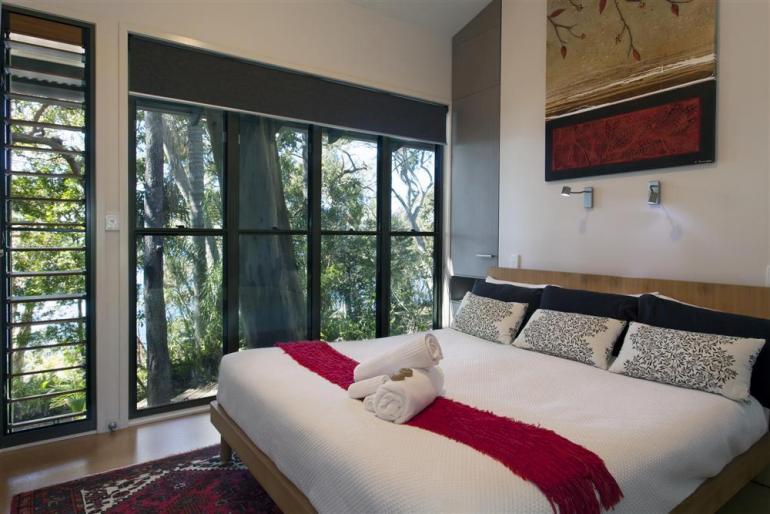 "Deluxe Lakehouse ""Buena Vista"", Eumarella Shores Noosa Lake Retreat, Sunshine Coast"
