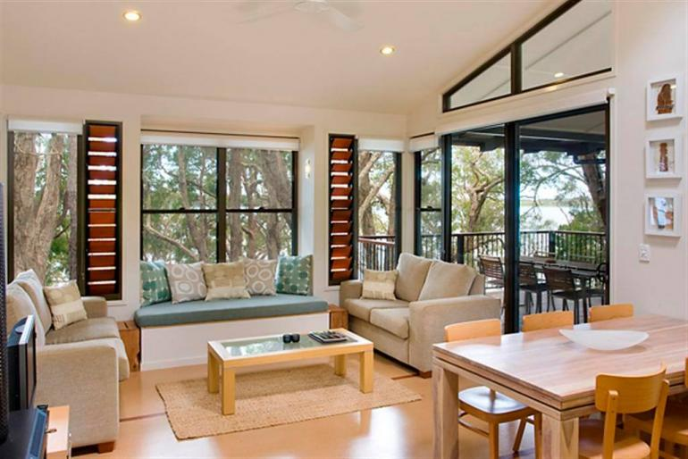"Deluxe Lakehouse ""Driftwood"", Eumarella Shores Noosa Lake Retreat, Sunshine Coast"