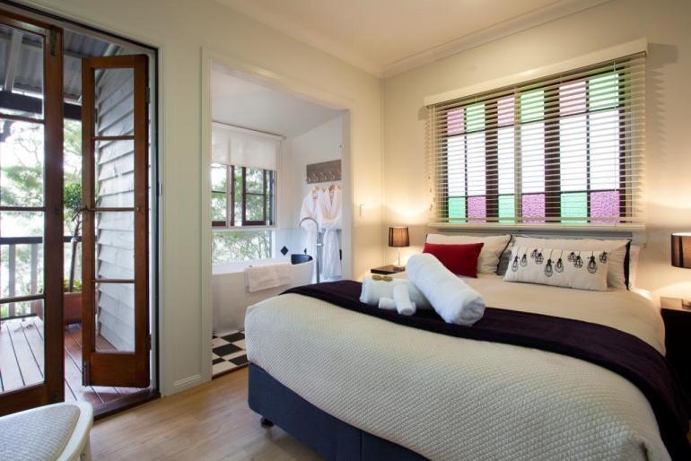 "Deluxe Cottage ""Treetops"", Eumarella Shores Noosa Lake Retreat, Sunshine Coast"