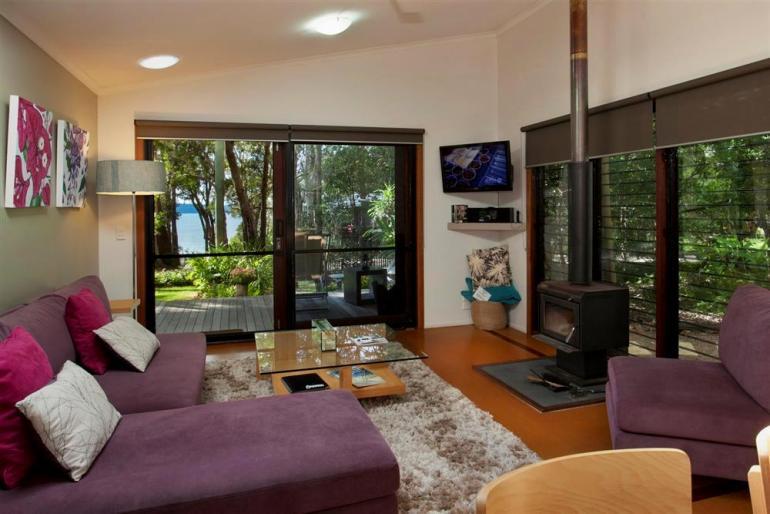 "Lakehouse ""Alice's Garden"", Eumarella Shores Noosa Lake Retreat, Sunshine Coast"
