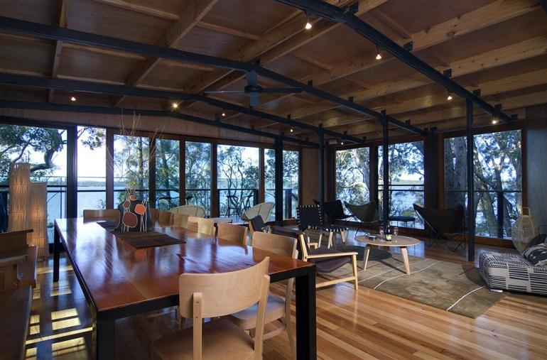 "Luxury Lakehouse ""Gooloowaa"", Eumarella Shores Noosa Lake Retreat, Sunshine Coast"