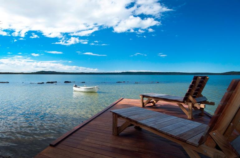 """Luxury Lakehouse """"Gooloowaa"""", Eumarella Shores Noosa Lake Retreat, Sunshine Coast"""