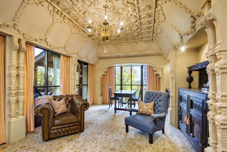 Queens Chamber, Thorngrove Manor Hotel, Adelaide Hills