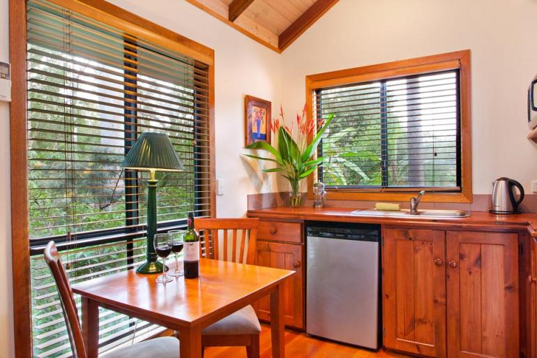 One Bedroom 4.5 Star Cottage, Lake Weyba Cottages, Sunshine Coast
