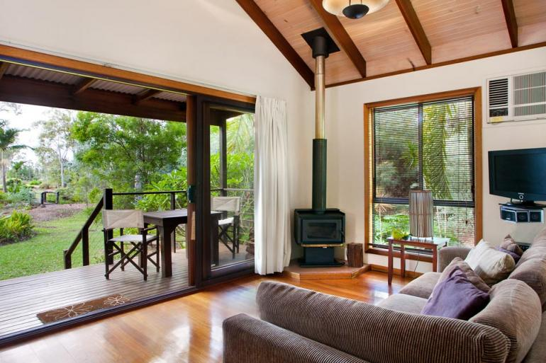 Two Bedroom 4.5 Star Cottage, Lake Weyba Cottages, Sunshine Coast