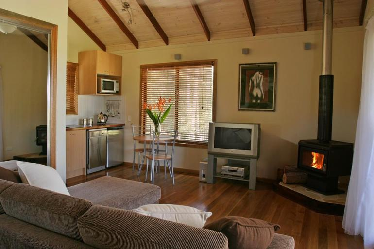 Honeymoon Cottage, Lake Weyba Cottages, Sunshine Coast
