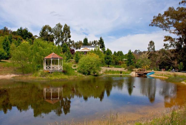 Blue Cliffs Retreat, Hepburn Springs