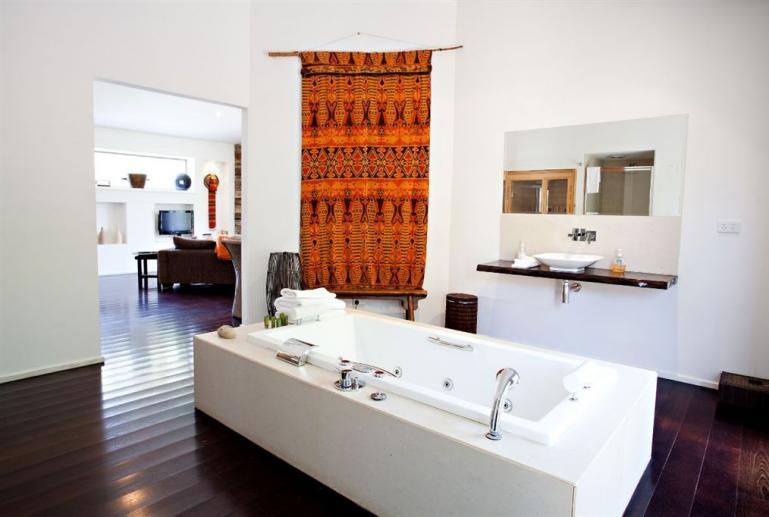 Dusk Spa Villa, Blue Cliffs Retreat, Hepburn Springs