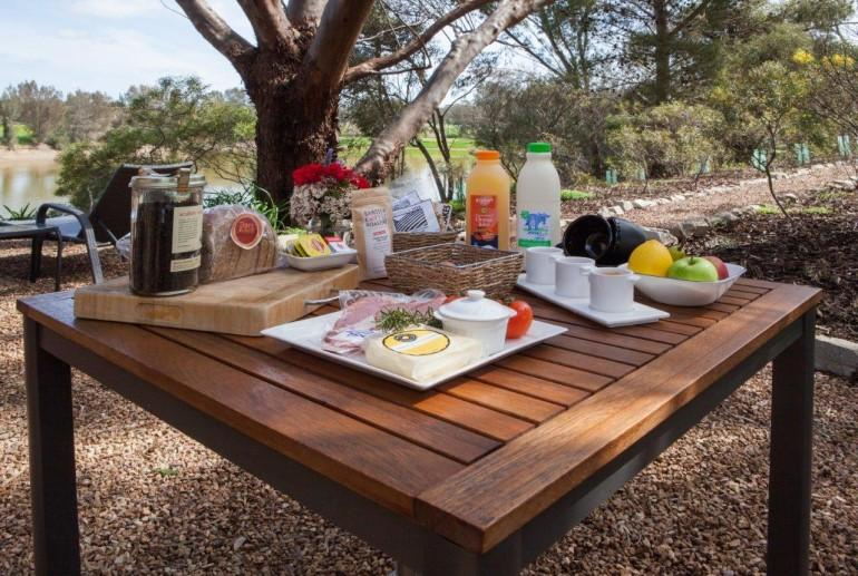 Complimentary breakfast, Stonewell Cottages