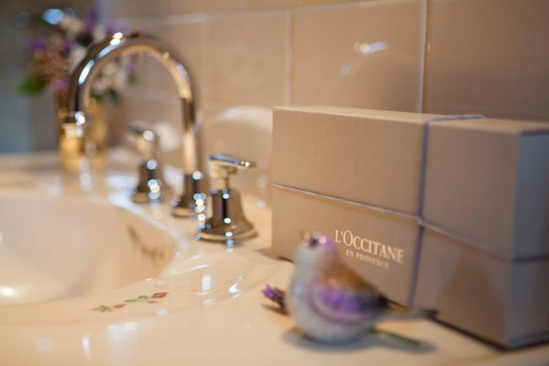 Luxury guest amenities, Stonewell Cottages